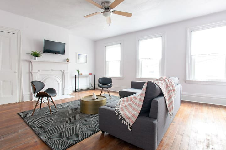 ⭐️Newly renovated spacious 1BR in Troy Hill⭐️