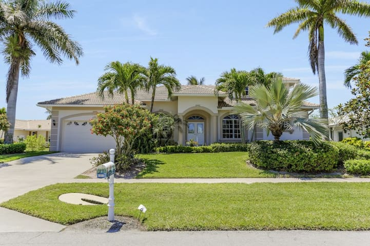 DILL CT. 1041 LUXURY, SOUTHERN EXPOSURE, POOL AND SPA HOME!