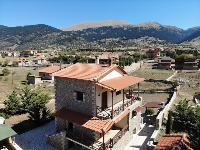 Arachova Villas: Private Suite - Λιβάδι