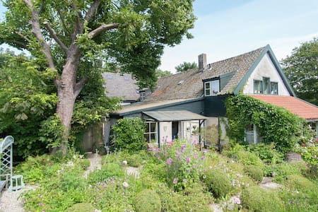 Romantic holiday home with a special garden in Schoorl, Noord-Holland.