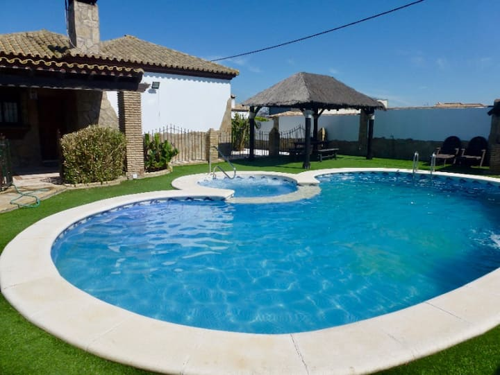 House with pool, Jacuzzi and air conditioning