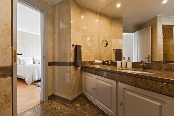 WC1 - Private Bathroom of Room 1