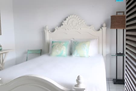 Aren't you ready to come to Bonaire and sleep in this gorgeous guest quarters?