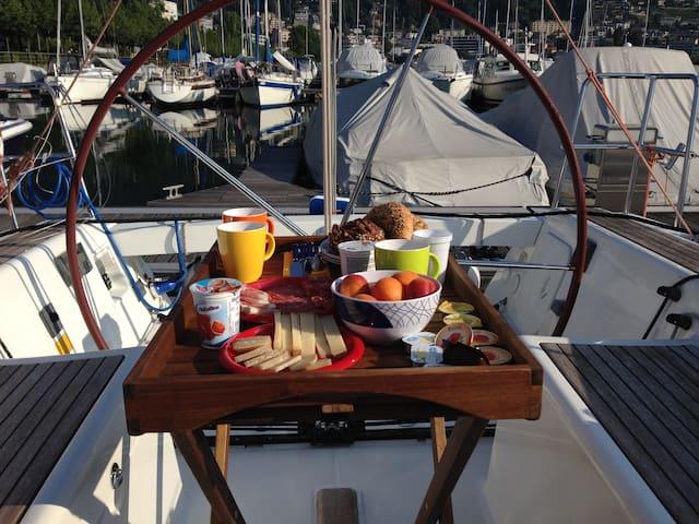 Yacht & Breakfast