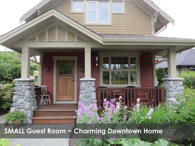 Small Bdrm ~ Charming Downtown Home - Courtenay - Casa