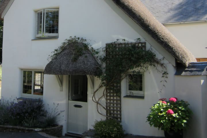 Private Annex in a Thatched Creek Side Cottage.