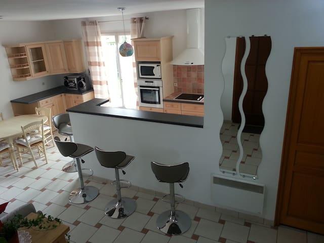 Bel appartement clair dans village - Saint-Maurice-Montcouronne - Apartamento