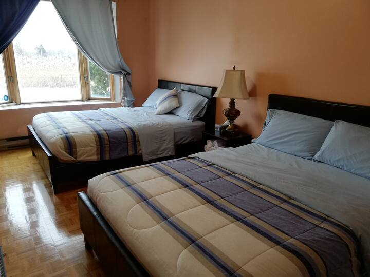 Private Appartment- 5 Minutes away from AIRPORT!