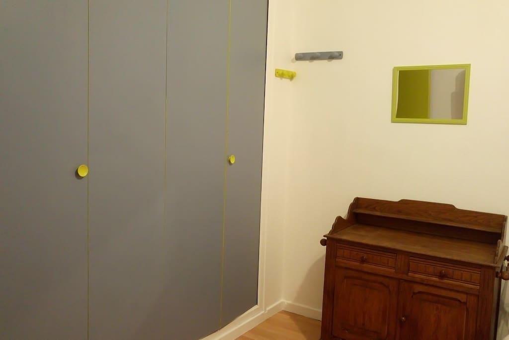 chambre avec salle de bain chez particulier maisons louer saint maurice de gourdans. Black Bedroom Furniture Sets. Home Design Ideas