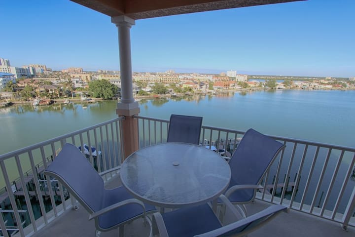 Waterfront Breeze Condo - Water views and pool