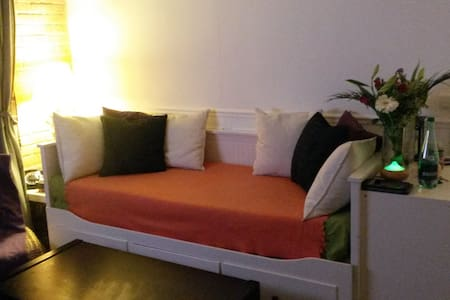 Cosy flat 30 SEC away from train station! - Villeneuve-le-Roi
