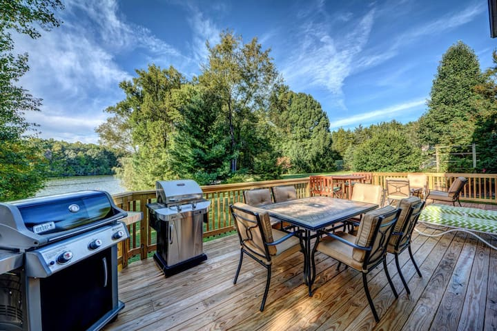 Dog-friendly waterfront home w/gourmet kitchen, dock & firepit