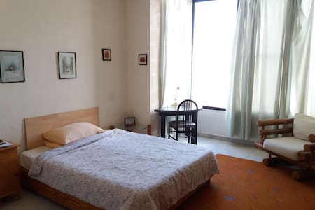 A double bedroom with private bathroom in Sliema - อิล-กิซิรา - ที่พักพร้อมอาหารเช้า