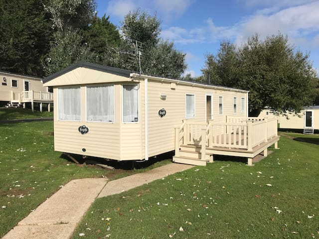Modern 3 Bedroom Caravan, Shanklin, Free WiFi