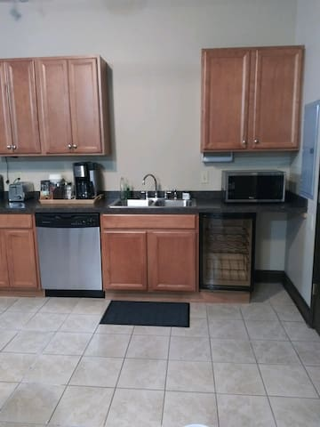 Spotless Studio Steps from Capitol & Conv. Center!