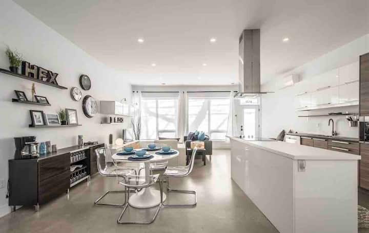 Luxury 2 Bed Apartment Dtown Halifax- FREE PARKING