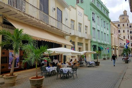 ☆Apartment in a PRIVILEGED zone in Old Havana☆