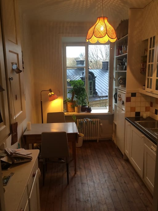 cosy kitchen /  great for cooking. gas