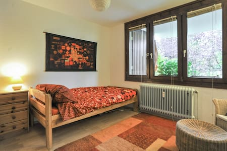Quiet, comfortable room in Tübingen - Apartemen