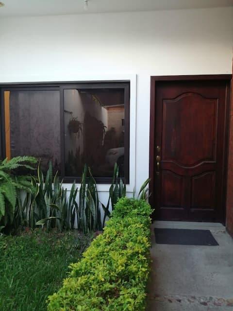 Casa nueva y moderna  con Garita, centro de jutiapa, garaje, ventilación!