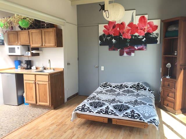 Departamento Roof-Garden baño priv y cochera.