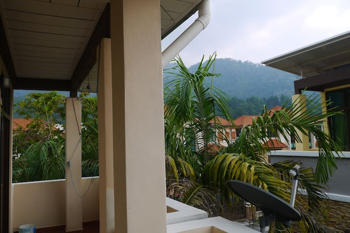 Balcony with view of the hills.