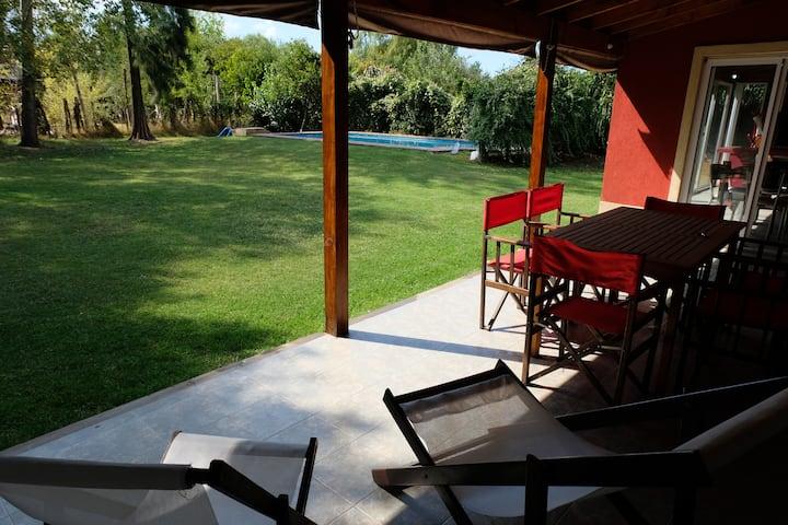 Casa en country tranquilo, zona palmas del pilar