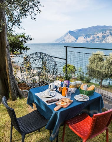Family House directly to the Lake (Casa Tonini) - Malcesine - Bed & Breakfast