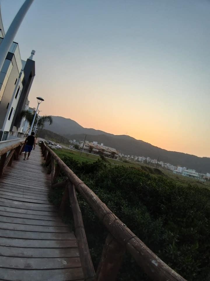 Apto a 50 metros Praia de Palmas