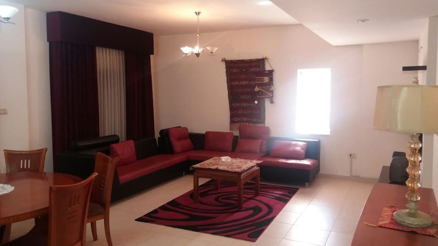 beautiful furnished apt in swefieh. - Amman - Daire