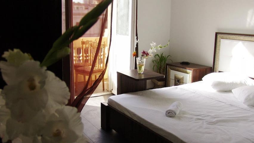 Charming single room in Central Cairo- Talat Harb