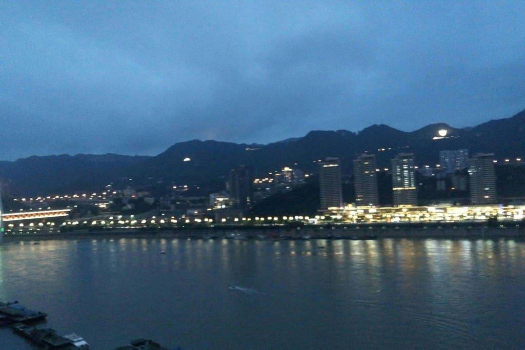 夜色初降南山、长江