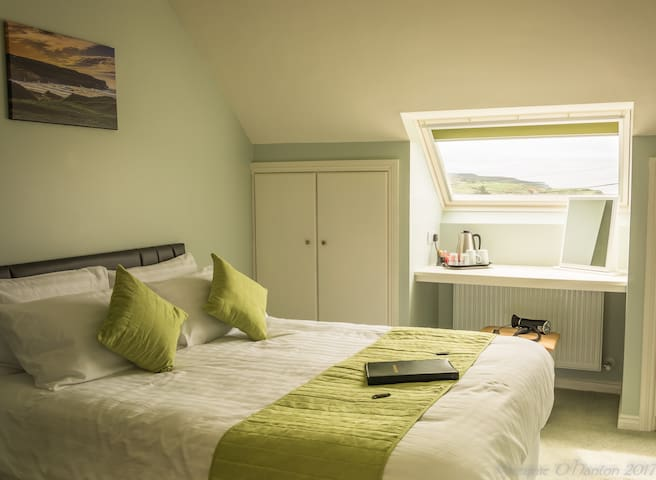 The Piper's Rest B&B close to all Doolin amenities
