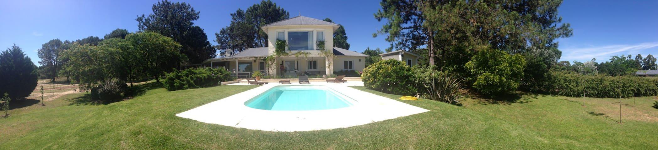 Gran casa con vista al Río Uruguay - Carmelo - Casa