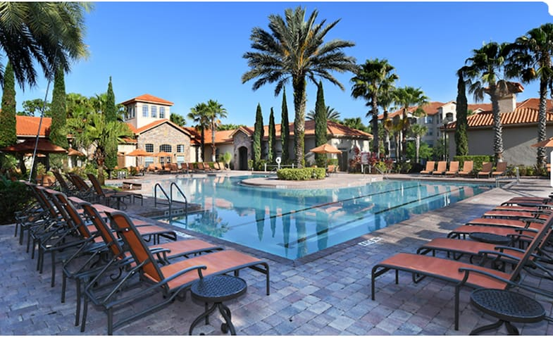 Mediterranean Resort! 2+2 Condo. 10 mins to Disney