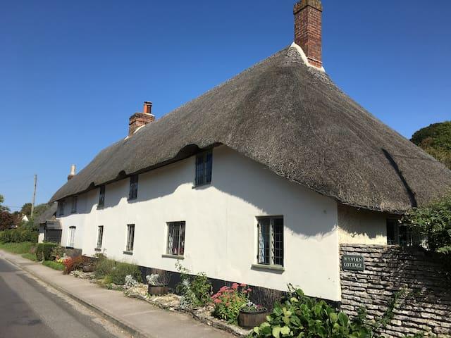 Idyllic, traditional Dorset thatched cottage