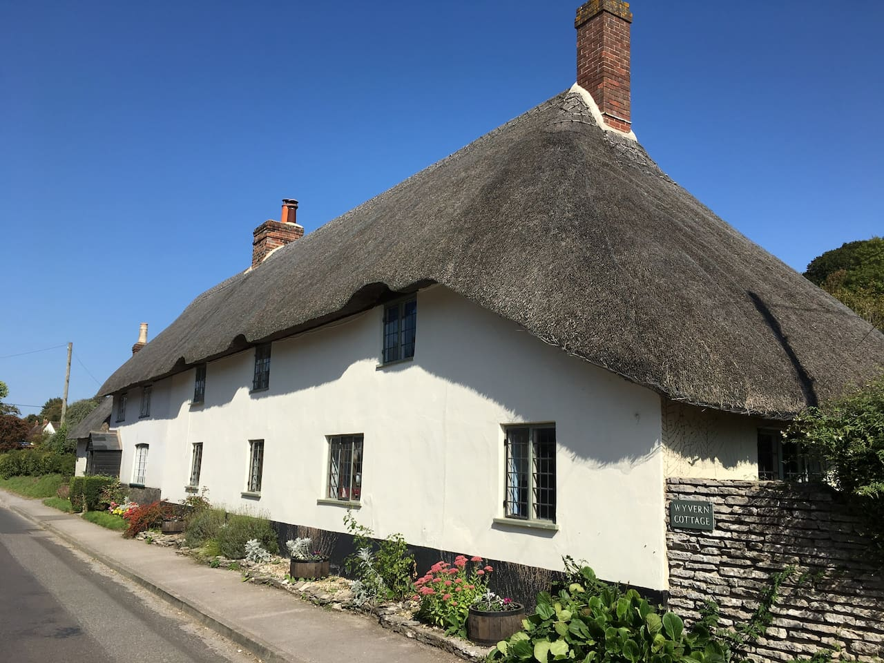 Wyvern Cottage is a typical Dorset Long House. Originally two cottages, the property has been sympathetically renovated to make one light, spacious and cosy cottage. It is the perfect base from which to explore the beautiful county of Dorset.