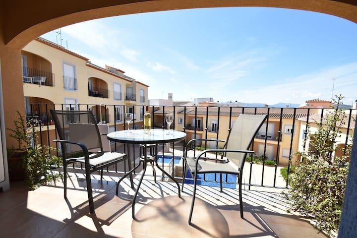 Espacioso apartamento con piscina cerca del mar en Moraira