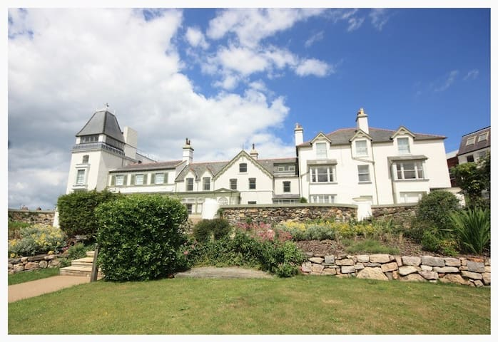 Luxury 3-bedroom apartment - sea and castle views - Deganwy - Apartamento