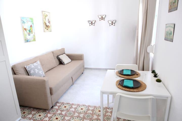 13.M. Apartamento temporal en Sevilla.