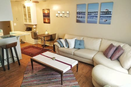 Ocean views and sounds in cozy apt! - Redondo Beach - Appartement