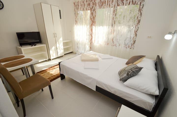 "Modern central studio apartment ""Katurić"""