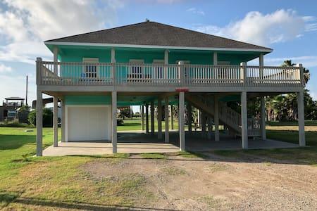 Crystal Beach Cheerful Beach House - AT LAST