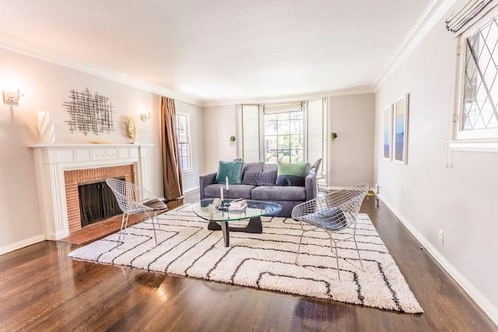 Luxury Condo in Upscale Los Angeles Neighborhood