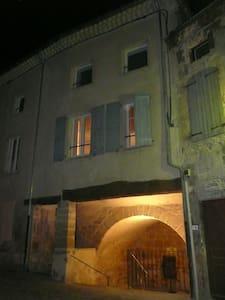 chambre atypique au coeur d'un village médiéval - Étoile-sur-Rhône - Ev