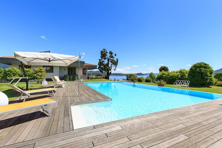 Panoramic villa with pool and views!