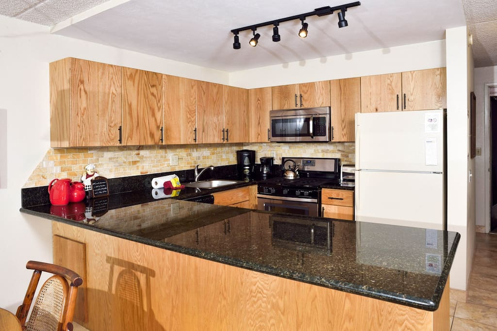 Kihei Akahi D-313 is a third floor unit with a newly updated kitchen and bathroom