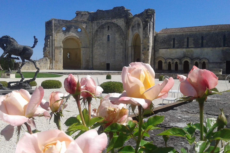 Esplanade de l'Abbaye de Trizay
