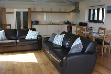 Cowshed, Buckland Park Farm - a perfect getaway - Bantham