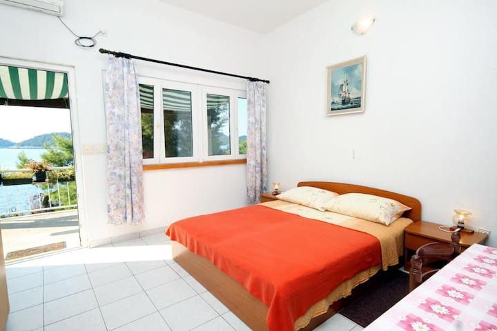 Studio flat near beach Ubli (Lastovo) (AS-8354-a)